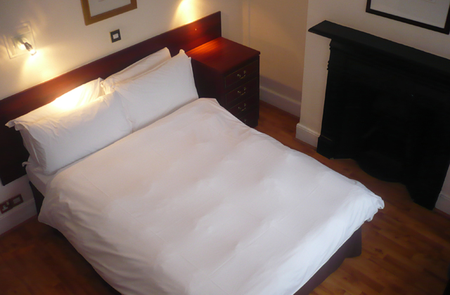 the-glenlyn-guest-room-8