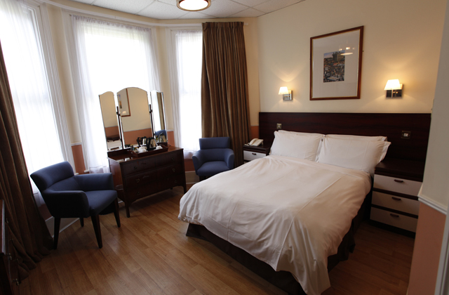 the-glenlyn-guest-room-1